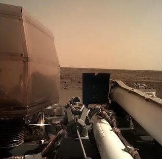 InSight Mars Lander Unfurls star Wings Amid 'Quiet Beauty' of Mars