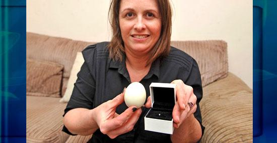 Mulher encontra diamante dentro de ovo cozido -