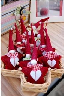 cómo hacer centros de mesa con fieltro para navidad