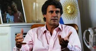En un encuentro con corresponsales extranjeros, el funcionario señaló que la reinserción económica de Argentina en el mundo está ayudando al país a conseguir los capitales que tanto necesita la gestión actual para frenar la inflación e impulsar la actividad.