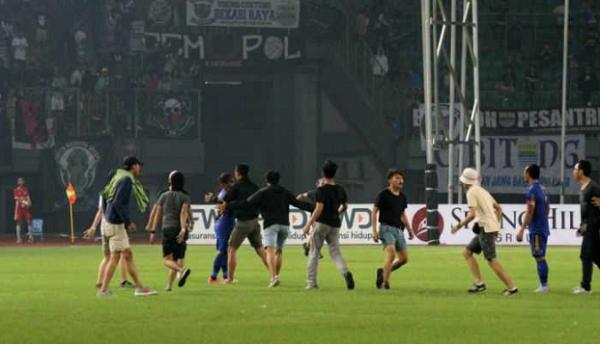 Inilah Hukuman untuk Persib Bandung Gara-gara Suporternya Masuk Lapangan