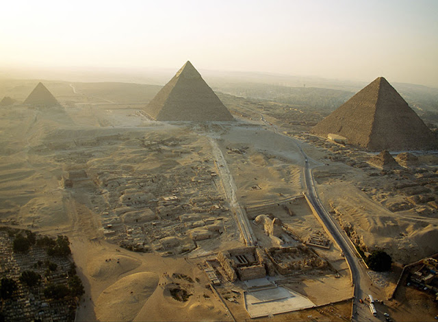 Work on Giza Plateau development project in full swing: Antiquities minister