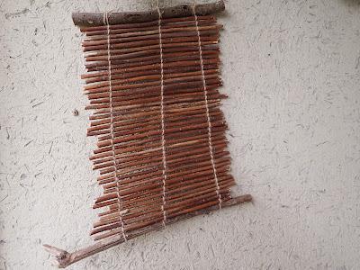 こも編み器でつくったセイタカアワダチソウの壁掛け