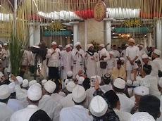 Kanzussholawat Pekalongan , Puluhan Ribu Jamaah Hadiri Maulid Nabi Bersama Habib Lutfi