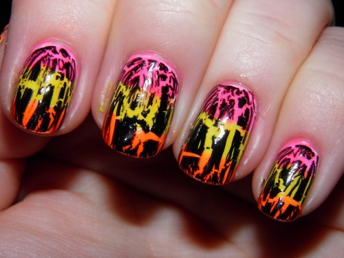 High Definition Wallpaper Club: Unique Crackle Nail Art Design