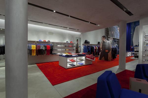 Flagship store da Calvin Klein na Oscar Freire. A Calvin Klein inaugura sua  ... 7d6b82d8e5