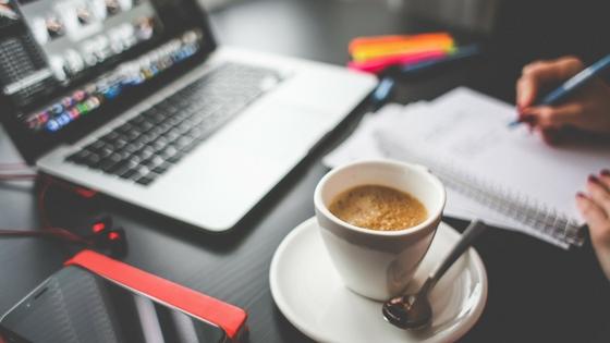 العمل عبر الانترنت و المقاولة المعلوماتية