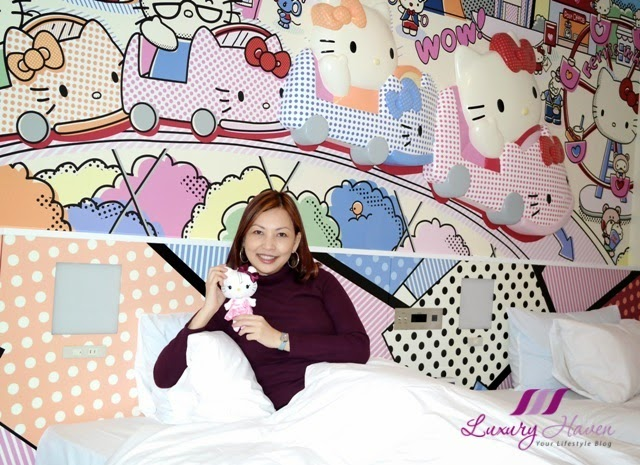 celebrity blogger reviews keio plaza hello kitty room