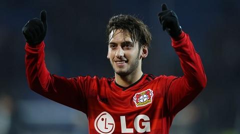Năm nay Hakan Calhanoglu mới có 21 tuổi, nhưng anh ấy đã chơi tới 3 mùa giải Bundesliga.