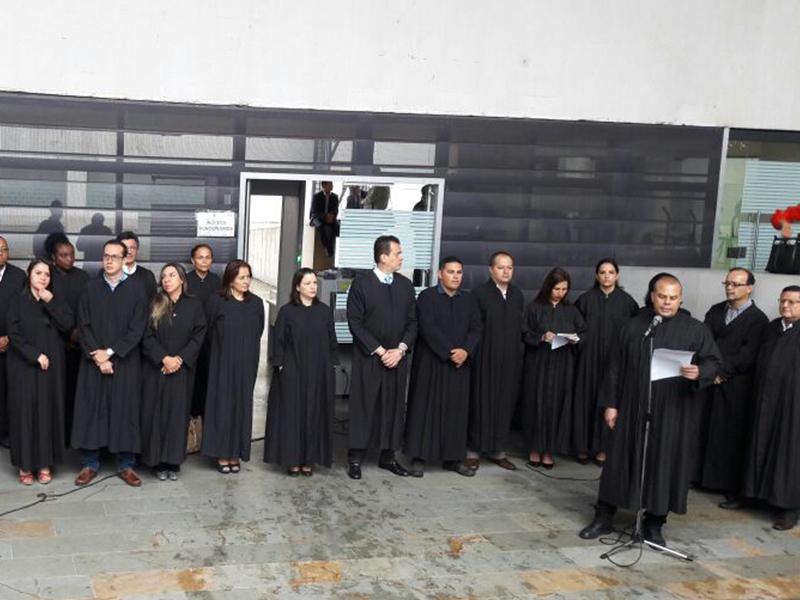 Plantón en rechazo a las declaraciones del Fiscal General contra los jueces