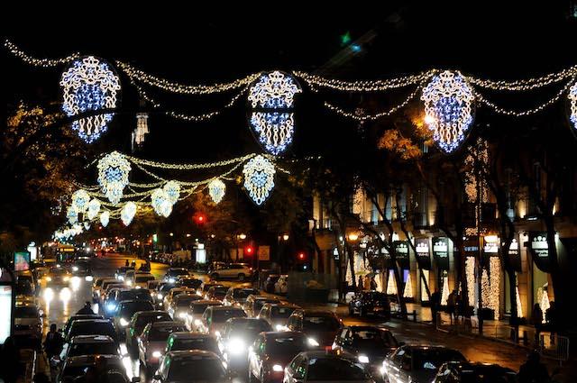 Ruas iluminadas em Madri