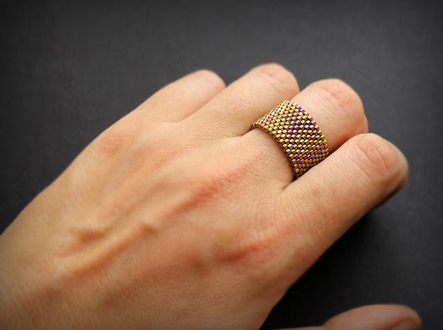 Купить широкое кольцо из необычных материалов изделия из бисера интернет магазин