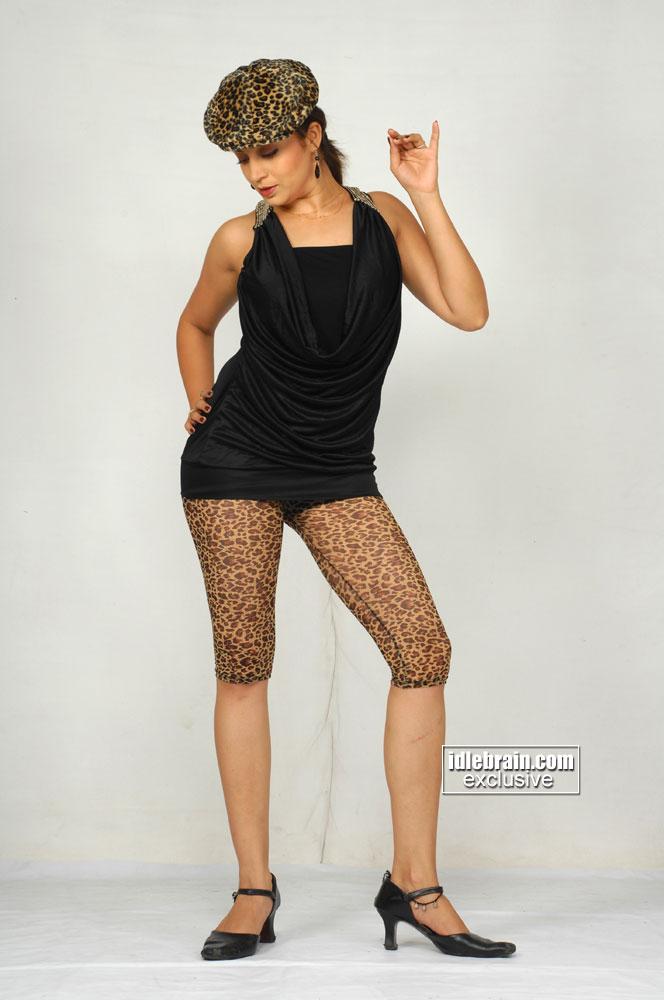 Neha Pendsey Spicy Marathi Actress Photo Gallery Spicy Pics