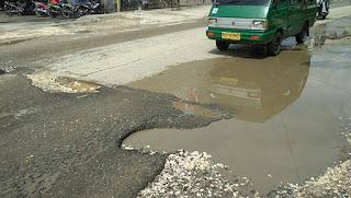 Hati-hati ! Ada Ranjau di Jalan Kelapa Dua Entrop Jayapura