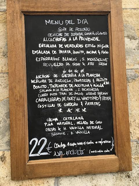 Pizarra del menú del dia del restaurante la Nuez de Pamplona.