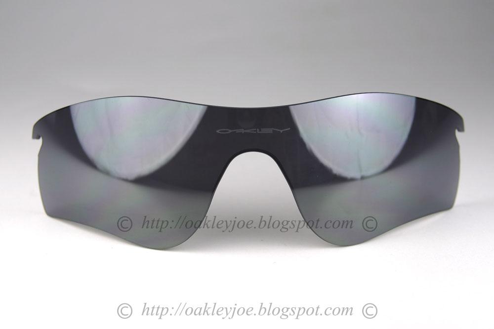 b68484e22b3 radarlock path lens black iridium vented  140 lens pre coated with Oakley  hydrophobic nano solution comes with microfiber pouch