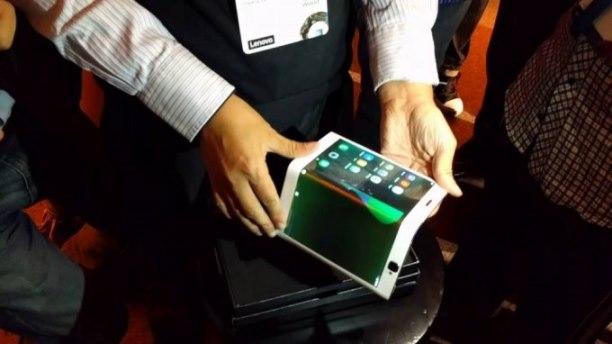 بالفيديو Lenovo تطلق حاسباً لوحياً قابلاً للطي.