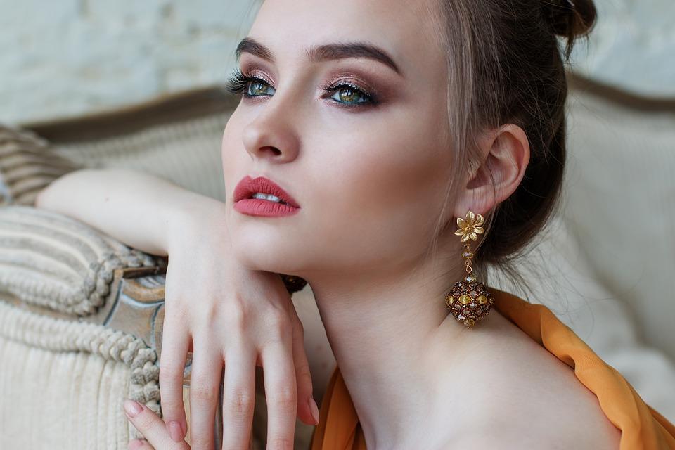 Doskonały makijaż – jak go osiągnąć? Instrukcja krok po kroku