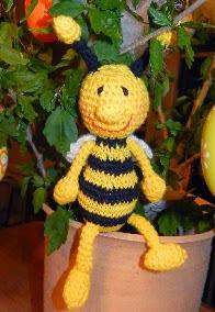 http://translate.google.es/translate?hl=es&sl=nl&u=http://molemiekeshobby.blogspot.com/2014/04/gratis-patroon-funny-beetle-en-funny-bee.html&prev=/search%3Fq%3Dhttp://molemiekeshobby.blogspot.be/2014/04/gratis-patroon-funny-beetle-en-funny-bee.html%26safe%3Doff%26biw%3D1429%26bih%3D984