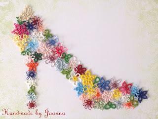 Majowy bucik z frywolitkowych kwiatuszków
