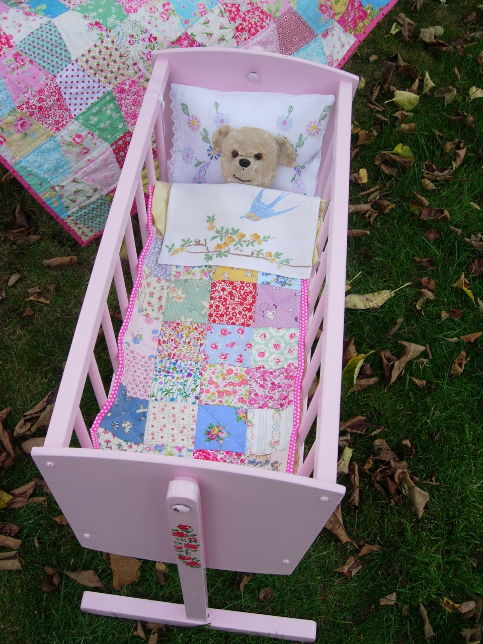 HenHouse Emporium: Beautiful Doll Crib
