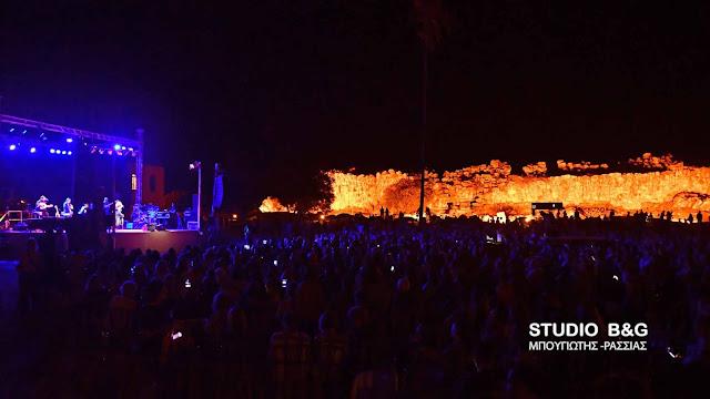 Ναύπλιο: 3.000 κόσμου στην μεγάλη συναυλία της Ε. Αρβανιτάκη στην Αρχαία Τίρυνθα (βίντεο)