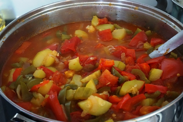 leczo na zimę bez octu pasteryzowane w piekarniku papryka cukinia pomidor cebula