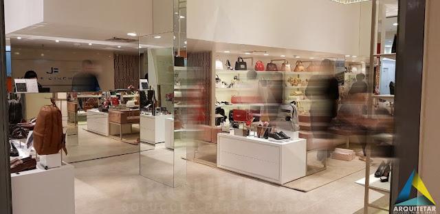Interior loja calçados femininos Jorge Bischoff
