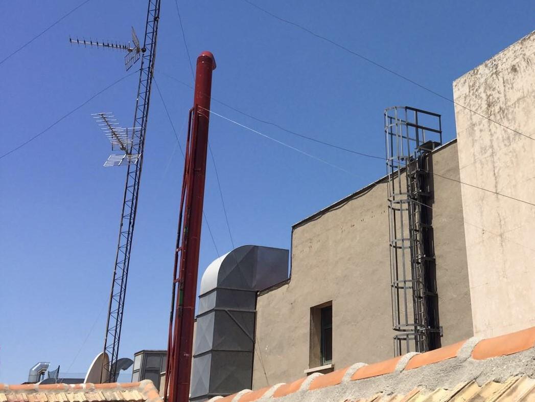 Trabajos en vertical madrid trabajos verticales en altura por descuelgue de fachadas en madrid - Estructuras de chimeneas ...