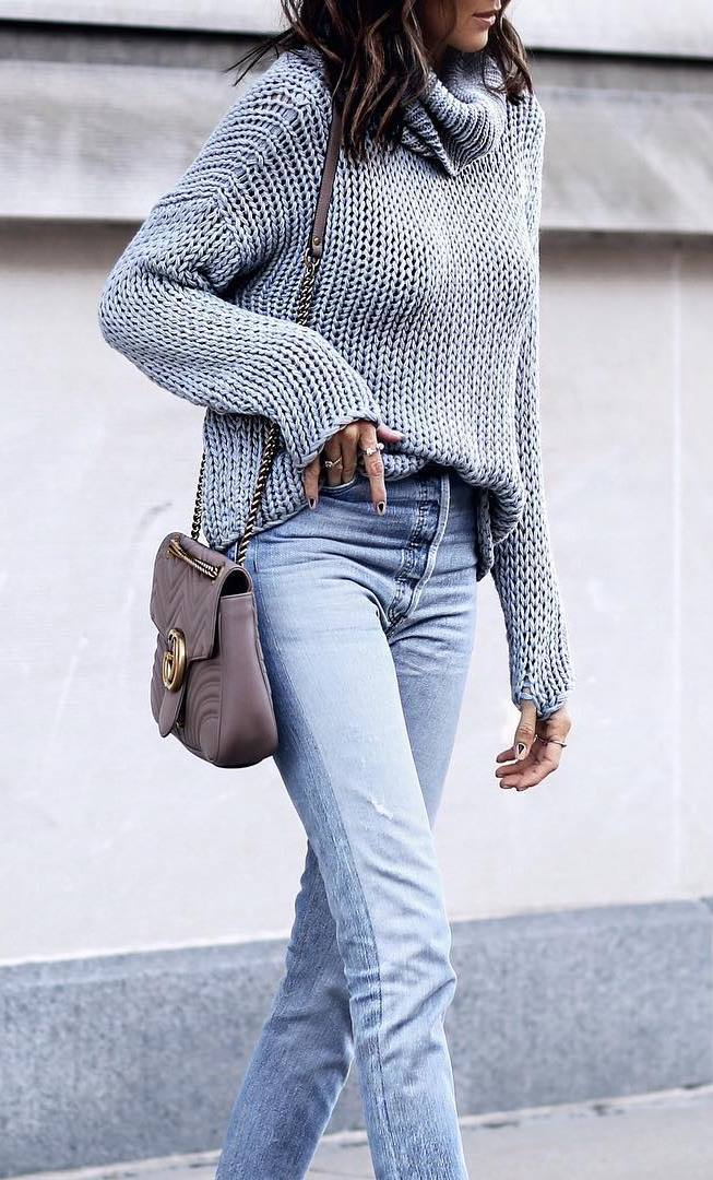 awesome fall outfit / grey knit sweater + crossbody bag + boyfriend jeans