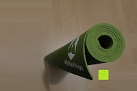 zusammengerollt seitlich: Yogamatte aus natürlichen Gummi (Kautschuk) - »Rubin« 183x61x0,4cm - sehr rutschfeste Matte für Yoga : ideal für Yogalehrer & Yogastudios (Studio-Qualität). Erhältich in 6 Trendfarben : pink hellblau grün lila navyblau & schwarz. Exzellent geeignet für Yogaübungen (Asanas), Pilates & Gymnastik - die perfekte Fitnessmatte / Sportmatte dank innovativer Oberflächenstruktur - ökologisch korrekt hergestellt & REACH geprüft (keine Schadstoffe)