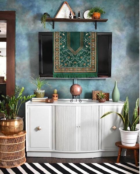 How to decorate camouflage your tv Vintage Kilim Rug