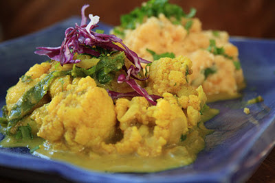cauliflower and kale currywith split pea mash