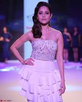 Nushrat Bharucha New Bollywood sensation from Sonu Ke u Ki Sweety Exclusive Unseen Pics ~  Exclusive Gallery 005.jpg