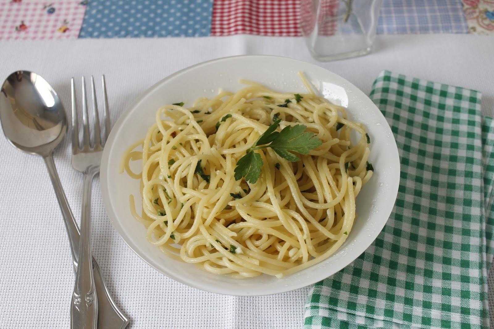 Espaguetis con ajo y perejil con sabor a huerto for Espaguetis con ajo y perejil