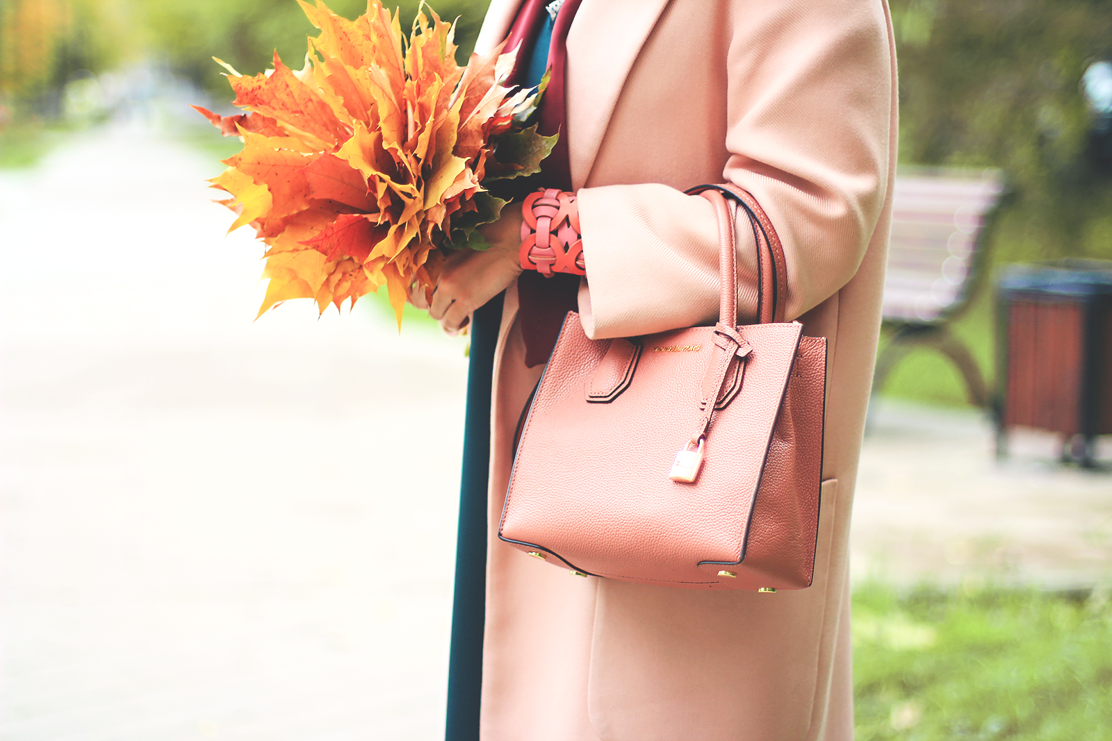 margarita_maslova_pink_coat_fall_colors_look_autumn_green_beret8
