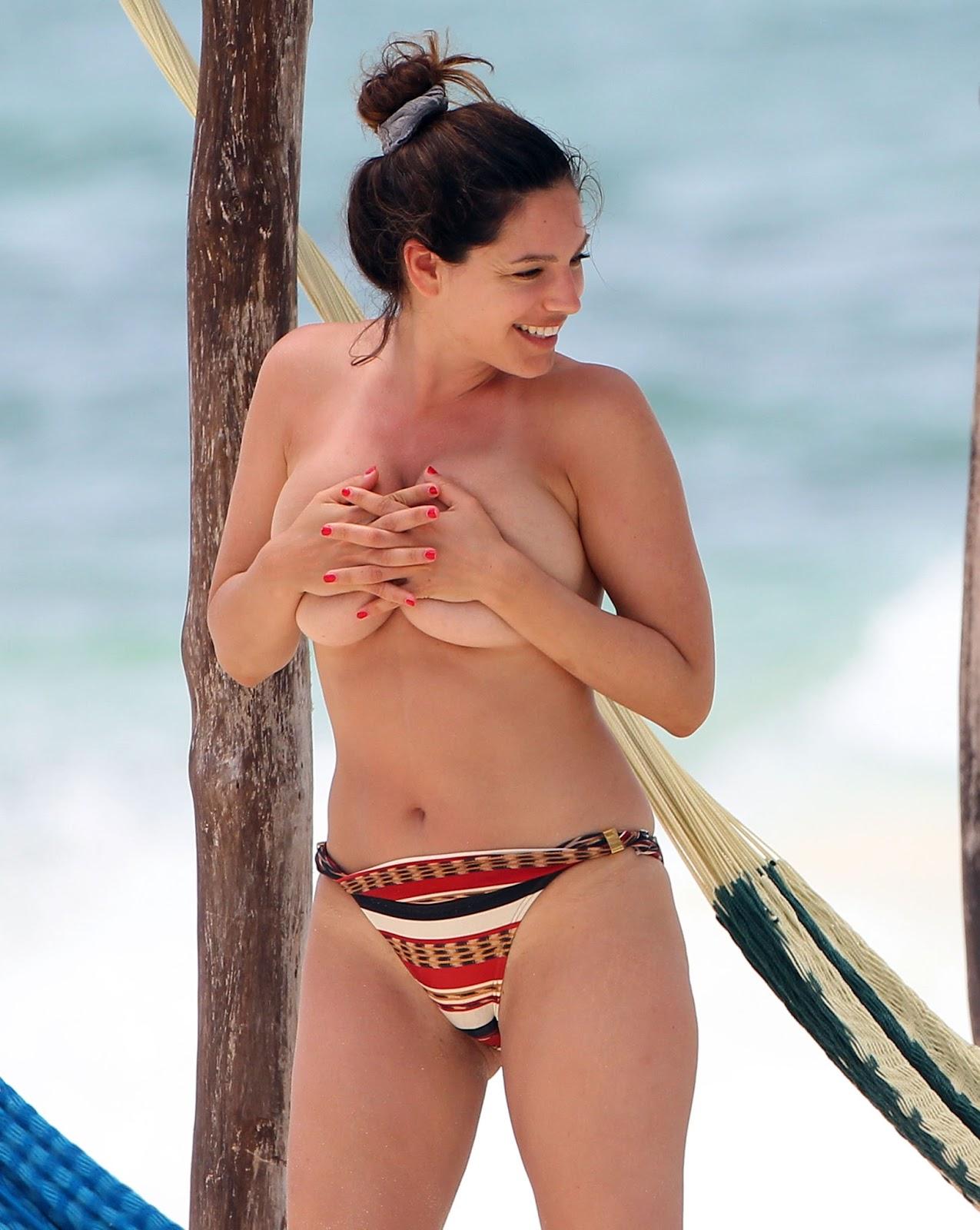 Friends in bikinis big and litte tits Kelly Brook Topless Big Boobs Bikini Candids On The Beach In Cancun Arab Girl Images