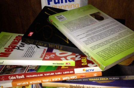 buku melawan penjual ajakan agar kita tidak kalap berbelanja