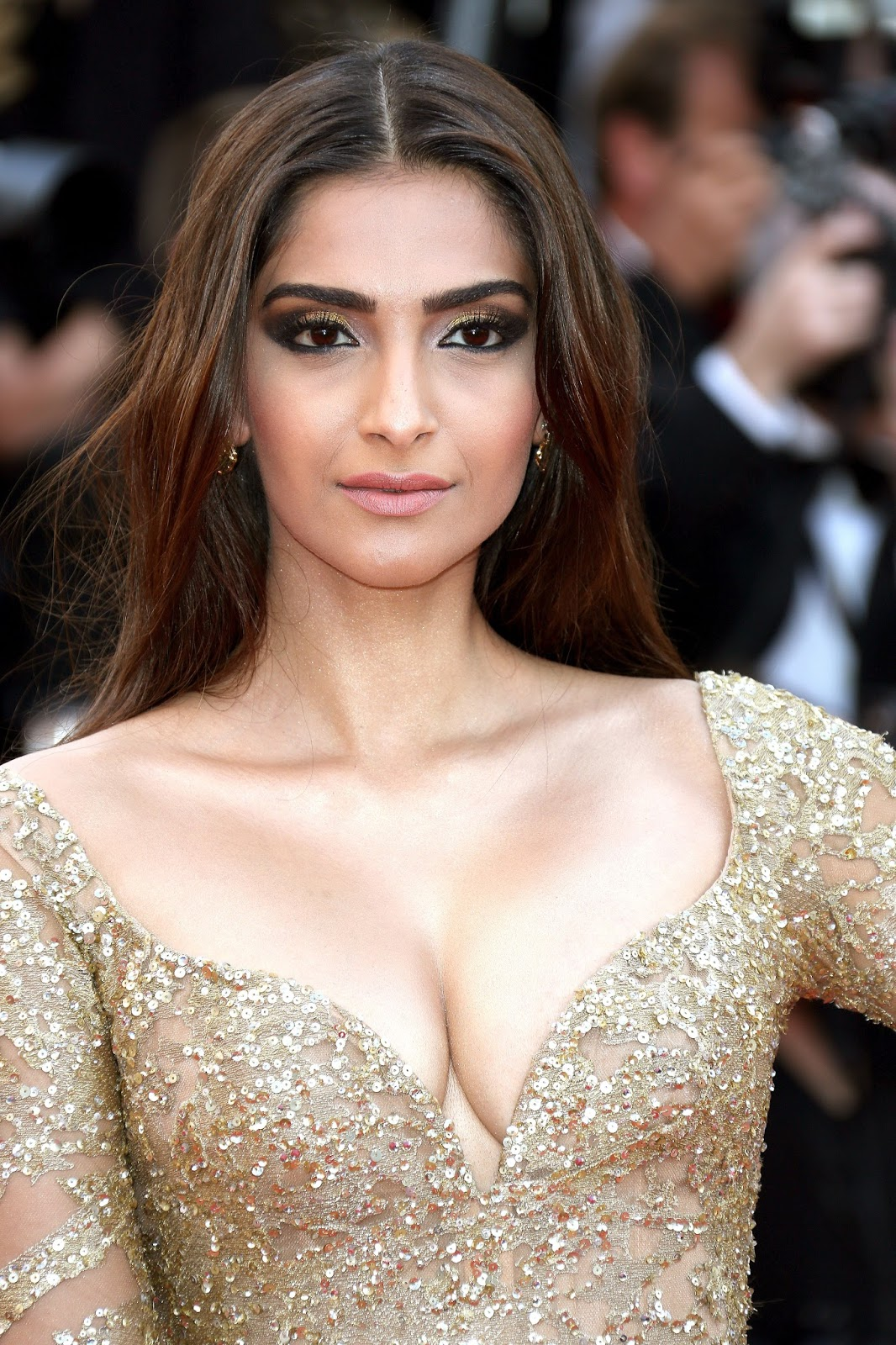 Sonam Kapoor Sexiest Cleavage Show In Elie Saab Couture At -6587