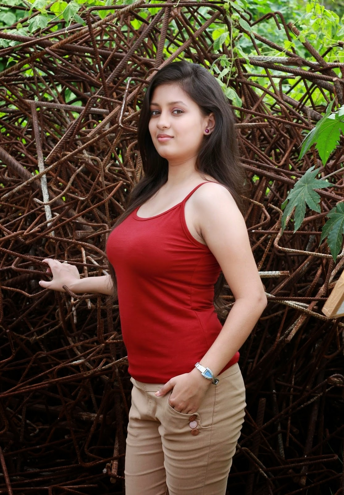 actress without bra images
