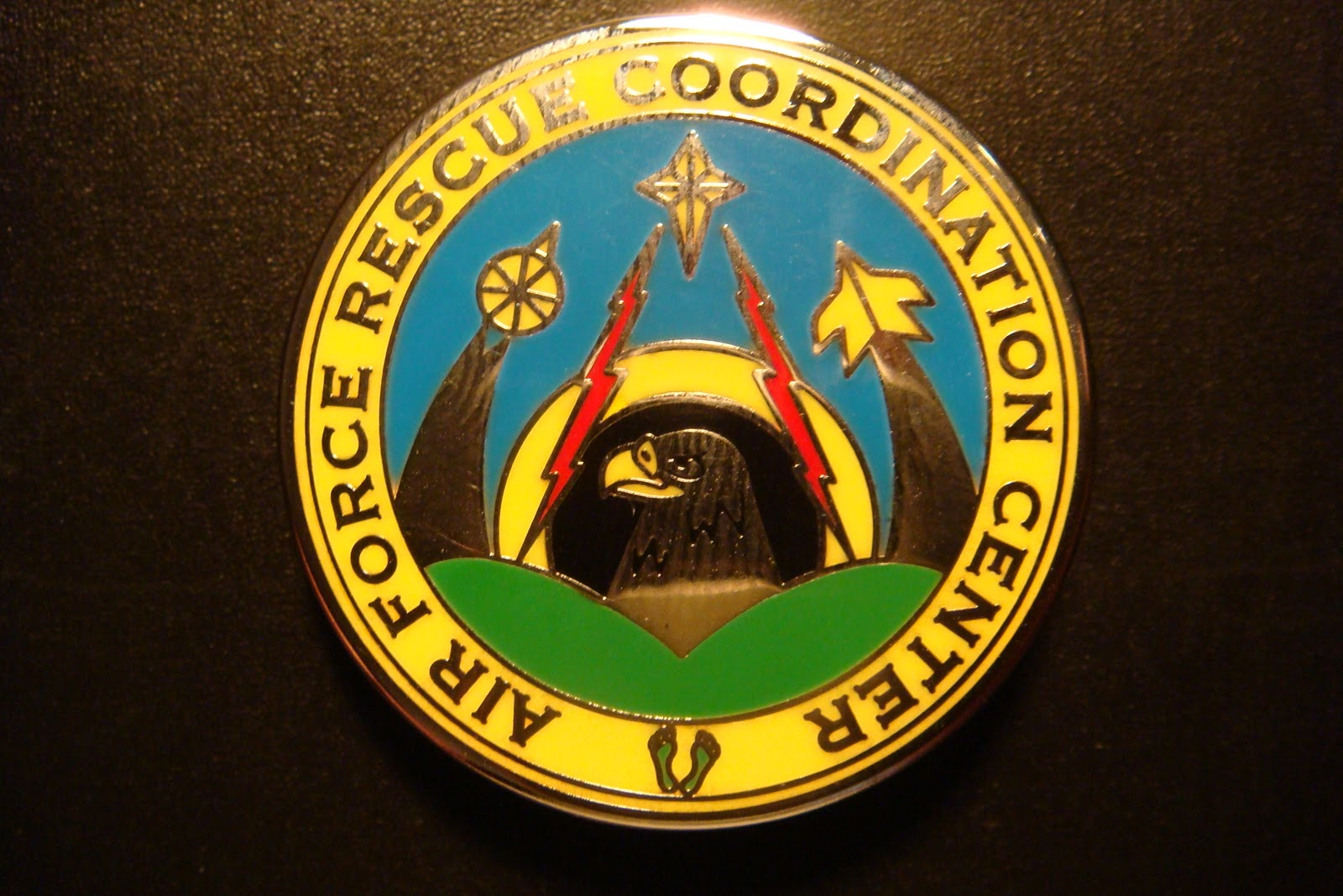 THE USAF RESCUE COLLECTION: USAF AFRCC / Green Feet / Lapel Pin