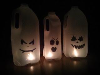 Tejesdoboz szellemek Halloween-re