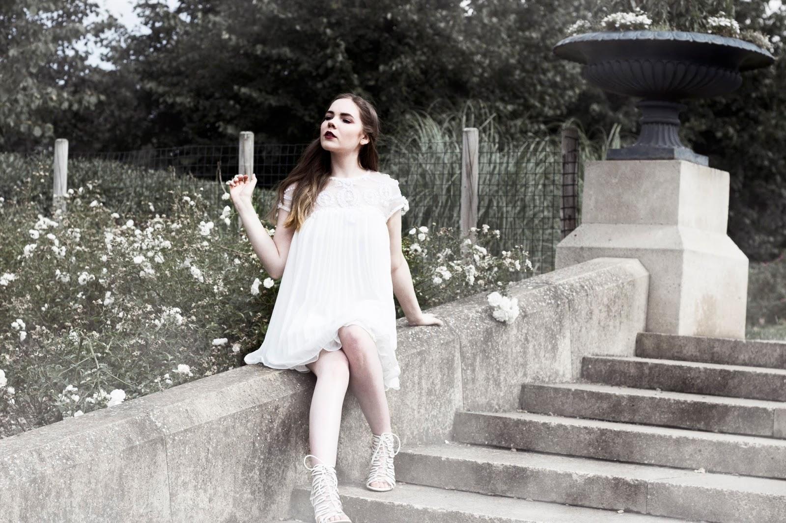 http://www.thewhimsicalwildling.com/2016/10/wonderland-series-white-queen.html