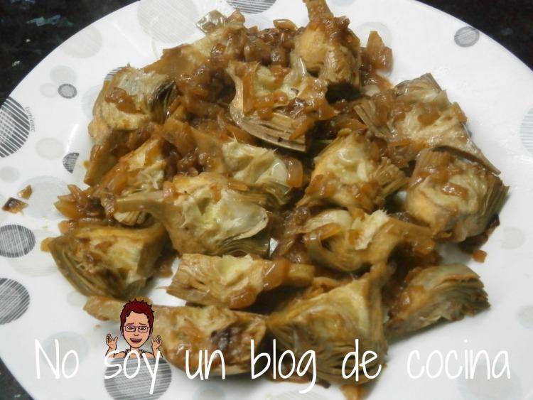 Alcachofas encebolladas