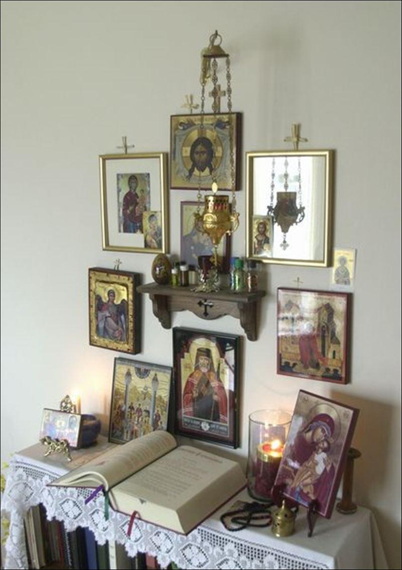 Membuat Pojok Doa Altar bagi Ikon Katolik