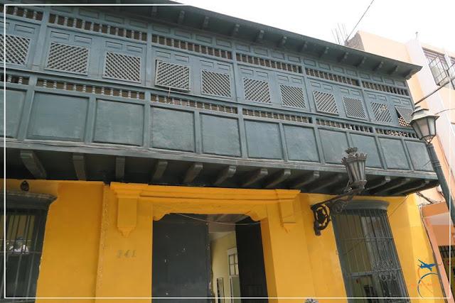 Os famosos balcones (sacadas)  em Lima