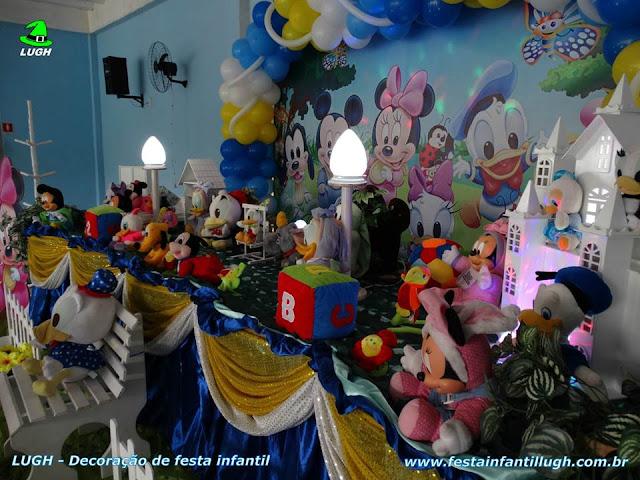 Mesa temática Disney Baby para comemorar aniversário infantil