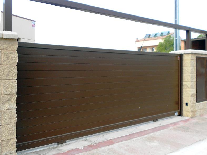 Motorizaci n de puertas cerramientos en tarragona jbg 674 065 813 aluminios y acristalamientos - Tipos de puertas de garaje ...