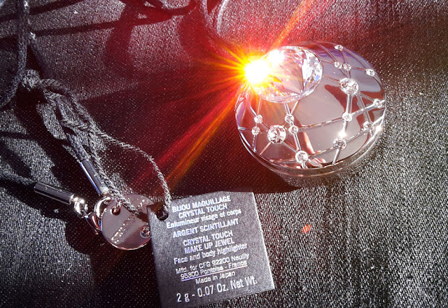 Swarovski: Aura Crystal Touch Jewel Face and Body Highlighter and his play with light