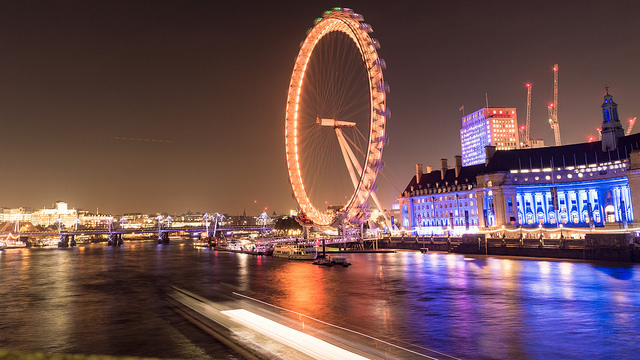 Photo de nuit de la grande roue London Eye